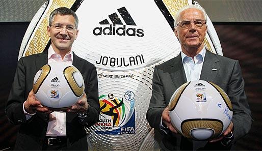 http://www.spox.com/de/sport/fussball/wm/wm2010/1004/Bilder/franz-beckenbauer-jo-buli-finalball-adidas-514.jpg