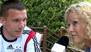 Annika Zimmermann interviewte im Trainingslager Lukas Podolski