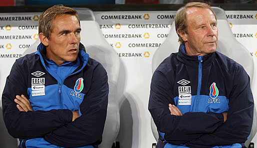 Olaf Janssen (l.) war seit 2008 Co-Trainer von Berti Vogts in Aserbaidschan