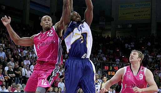 Vincent Yarbrough (l.) spielte in der Saison 2002/2003 für die Denver Nuggets in der NBA