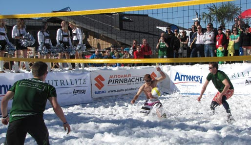 "Die ""Snowvolleyball Tour 2012 powered by Amway"" gastiert Ende März am Spitzingsee"