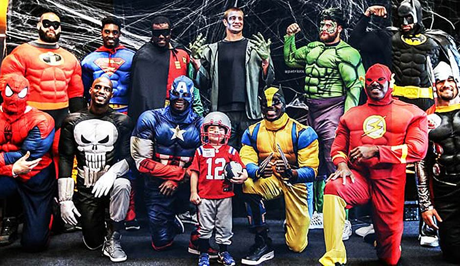 "Die New England Patriots verlegen ihre Halloween-Party in ein lokales Pädiatrie-Zentrum. Mit dabei sind Superman, The Incredibles und natürlich ""Gronkenstein"""