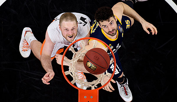 Jannik Freese (r.) verstärkt die EWE Baskets Oldenburg