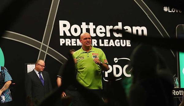 Premier League Darts In Berlin Suljovic Feiert Ersten Sieg Cross