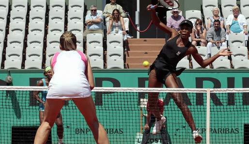 Venus Williams (r.) und Serena Williams sicherten sich den Tietl im Doppel