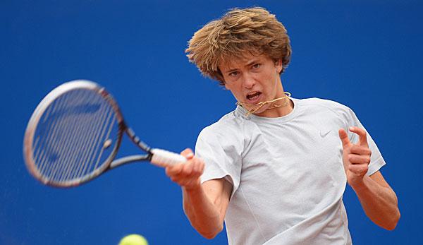 tennisprofi auf dem weg