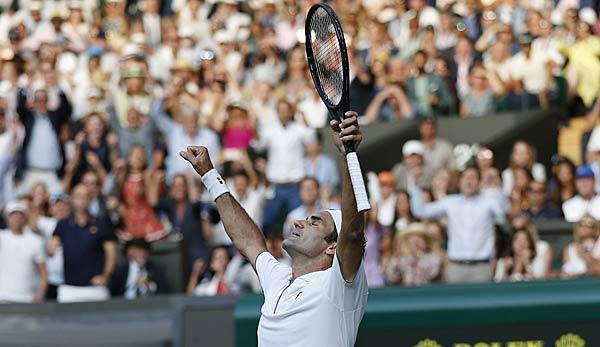 Roger Federer freut sich über seinen Halbfinalsieg gegen Rafael Nadal.
