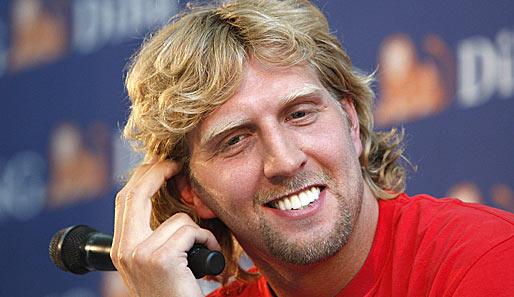 Kann trotz privater Probleme wieder lachen: <b>Dirk Nowitzki</b> von den Dallas ... - dirk-nowitzki-shaquille-oneal-514
