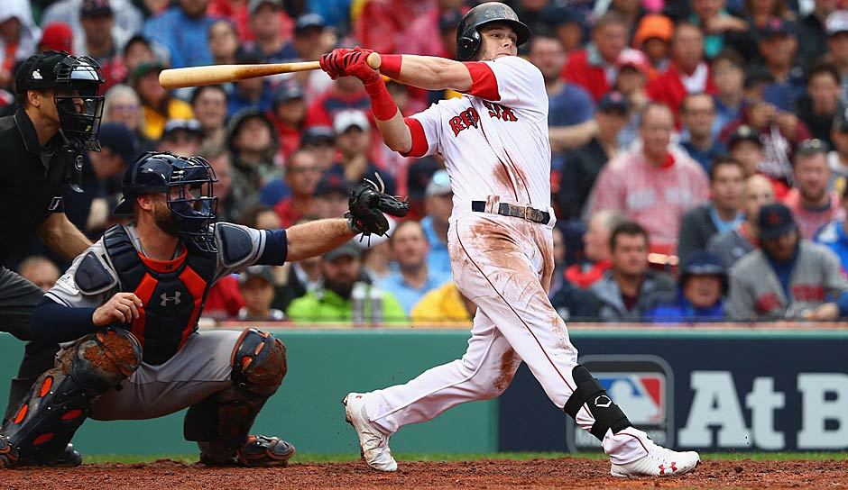 AMERICAN LEAGUE - Rookie of the Year: Andrew Benintendi (Boston Red Sox/Outfielder)