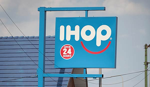 "IHOP steht für ""International House of Pancakes""."