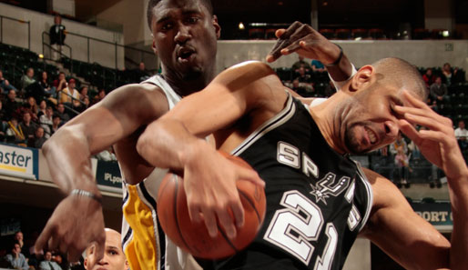 Man at Work: San Antonios Tim Duncan (r.) bei einem der 26 Rebounds