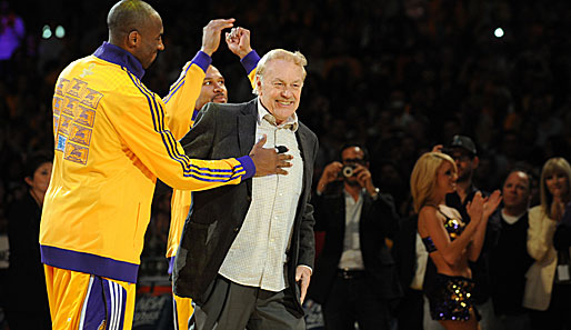 Lakers-Boss Jerry Buss (r.) mit seinem Superstar Kobe Bryant