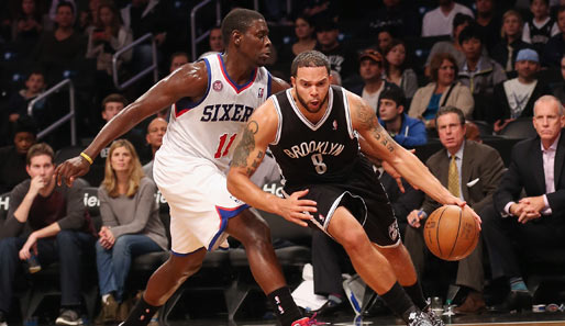 Die Point Guards Jrue Holiday (l.) und Deron Williams (r.) stehen am Sonntagabend im Fokus