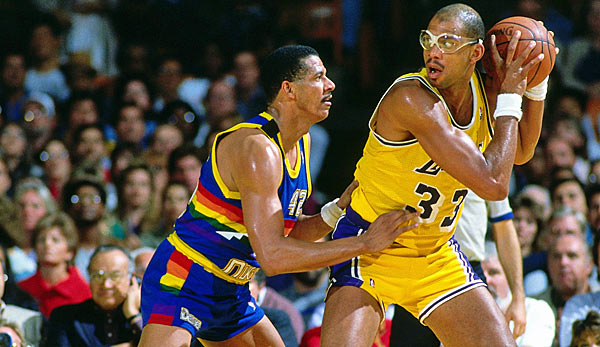 Lakers-Center Kareem Abdul-Jabbar (r.) war in 19. seiner 20 Saison NBA-All-Star