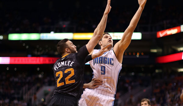 Nikola Vucevic (r.) wechselte im Zuge des Dwight-Howard-Trades zu den Orlando Magic