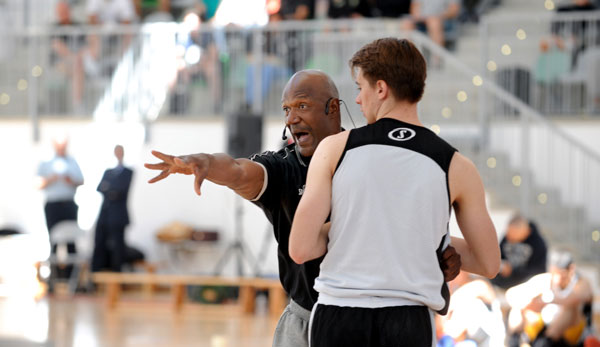 NBA-Legende Terry Porter (l.) referierte in Madrid über Pick-and-Roll-Coverages