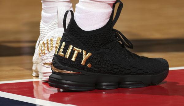 NBA NewsLeBron James Equality Schuh trägt als Richtung Botschaft XOZiTkPu