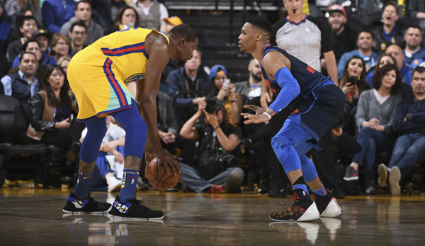 Kevin Durant im Duell mit Russell Westbrook.