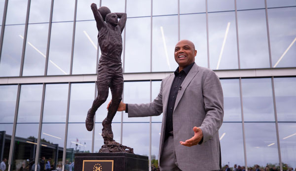NBA News: Philadelphia 76ers enthüllen Statue für Charles Barkley