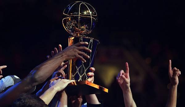 Diashow: NBA-Umfrage: Stress bei den Rockets? All-Star Luka? Das tippen die Experten