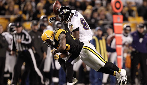 Steelers-Safety Ryan Clark mit seinem Monster-Hit gegen Ravens-Tight-End Ed Dickson
