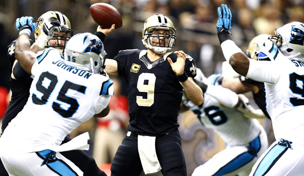 Drew Brees (M.) stieg gegen Carolina in die Riege 50.000-Yard-Quarterbacks auf