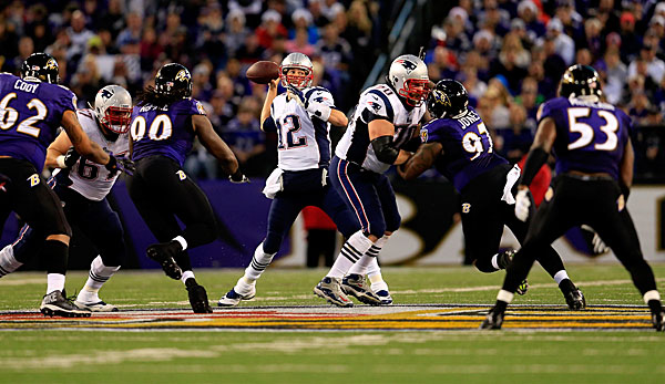 Tom Brady (M.) und Co. treffen in den Divisional Playoffs auf Baltimore