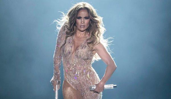Pop-Superstar Jennifer Lopez wird zusammen mit Shakira in der Halbzeit des Super Bowls auftreten