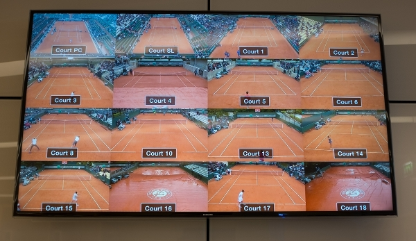 French Open 2016 Feature, Monitore im Pressezentrum zeigen regennasse Plaetze,Schlechtes Wetter in Roland Garros,Regen, Tennis - French Open 2016 - Grand Slam ATP / WTA - Roland Garros - Paris - - France - 22 May 2016.