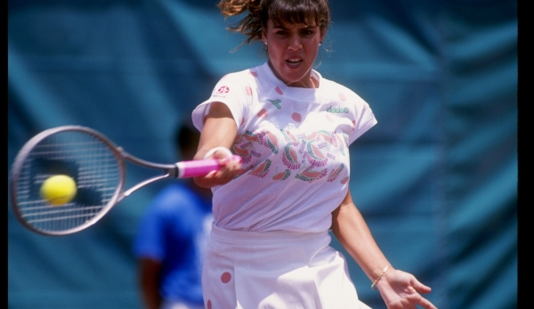 Aug 1991: Jennifer Capriati swings at the ball during the Mazda Tennis Classic at the La Costa Country Club in La Costa, California. Mandatory Credit: Mike Powell /Allsport