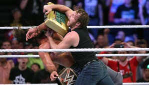 Dean Ambrose cashte den frisch gewonnen Money in the Bank-Koffer gegen Seth Rollins ein